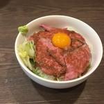 渋谷 桜丘 肉寿司 - ローストビーフ丼
