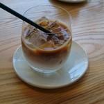 ザ コーヒーテーブル ラボラトリー&カフェ - アイスカフェラテ(500円)