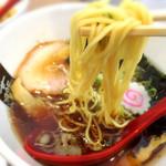 燕食堂 - 極み中華そばしょうゆの麺