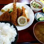 太田食堂 - 海鮮ミックス定食 もつ煮付き