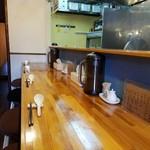 極汁美麺 umami - 店内はカウンター10席程です!