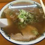 55631021 - 『松』900円                       これが基本ラーメン  溢れそうなスープ