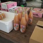 川田農園 - ももジュースです。(大) 720ml入りです。