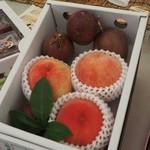 川田農園 - 料理写真:もも、パッションセットです。