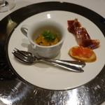 Restaurant  LA FUENTE - 2016.09 お口取り:サワラ、ウニ、白桃、コンソメのジュレとイベリコ豚の生ハム