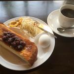 キリマンジャロ - 料理写真:レギュラーコーヒー360円と小倉トーストのモーニング