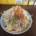 55640609 - 小ラーメン750円野菜ちょい増しニンニク
