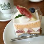 お菓子の店 ファリーヌ - いちじくのショートケーキ✨
