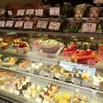 お菓子の店 ファリーヌ - お誕生日用のホールケーキも注文したことあります✨