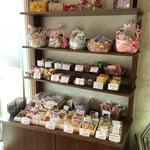 お菓子の店 ファリーヌ - 焼き菓子を選んで、可愛らしい箱やカゴに✨