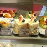 お菓子の店 ファリーヌ - いちじくのシュートケーキ✨350円