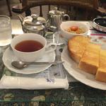 銀杏や - モーニング:A ¥420 (2016-09)  サラダ・ミルクティー・パンにはバターをセレクト ※残念ながら分煙✖︎