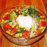 やきとりの快 - 特製ドレッシングの快サラダ!野菜もりもり召し上がれ!