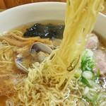 らーめん工房 魚一 - らーめん工房 魚一@釧路駅 魚醤ラーメンの麺