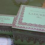 ラデュレ - お洒落な箱 大きな方がケーキ 小さな箱がマカロン入り