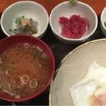 めしの助 - おまかせ朝定食(辛子明太子・生しらす・まぐろ中おち・納豆)