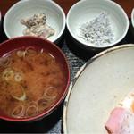 めしの助 - おまかせ朝定食(煮穴子の卵とじ・釜揚げしらす・自家製ツナマヨ・明太子)