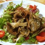 野毛山カレー食堂 - たっぷりきのこマリネのサラダ \550