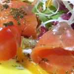 野毛山カレー食堂 - スモークサーモンのカルパッチョ \700