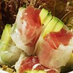 野毛山カレー食堂 - マグロとアボカドの生春巻 \750