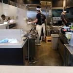 麺屋 たけ井 - 厨房