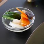 55650848 - 野菜のピクルス