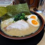 松田家 - 豚骨醤油味玉ラーメン