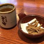 そじ坊 - 料理写真:まず出てくるそば茶とそばのかりんとう