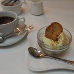 ポルトヴィーノ - コーヒーはおかわりしてくれます。デザートも美味しいです