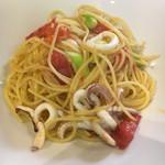 ラ・ゴレーナ - 白イカとアスパラ、フレッシュトマトのペペロンチーノ