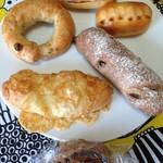 ラ ブーランジェリー ド ハリマヤ - 料理写真:購入パン と、おまけ の山ぶどうパン♡