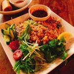 Monsoon Cafe - ベトナム風チャーハンと揚げ春巻き。美味しいけどちょっとチャーハンは油っこかった。