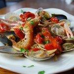 トラットリア&ピッツェリア ザザ - 新鮮魚介たっぷりのペスカトーレ