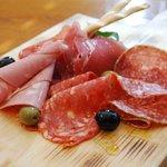 トラットリア&ピッツェリア ザザ - 生ハムとサラミの盛り合わせ