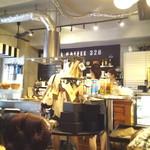 モンディアルカフェ328 - 店内