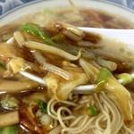 ラーメンハウス - 早速スープをイン!そうそう~この甘味がある餡かけに豚骨豚子ベースの味わいが良かったりする!