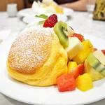 55664958 - '16.08季節のフレッシュフルーツパンケーキ+アイス
