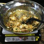 金太ラーメン・つけめん あびすけ - 台湾ミンチを残して飯を食べたら追い飯を投入 「追い焼き飯」に ただし、台湾まぜそば以上に焦げ付きやすくなります