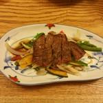 55667073 - 九州産牛肉のステーキ季節の野菜添え北京ダックと春餅(5k円コース)