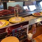 地魚回転寿司 丸藤 - 地魚も勢いよく回っています!
