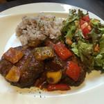 CAFÉ/BAR BSM - ランチ:煮込み手ごねハンバーグ 前菜ビュッフェ付き1,390円(+税)
