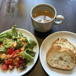 CAFÉ/BAR BSM - 前菜ビュッフェからサラダ、スープ、パン