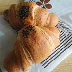 モンペリエ - 料理写真:あん塩パン(プレーンとセサミ)
