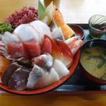 55676877 - ギガ海鮮丼