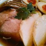 らぁ麺 紫陽花 - 具のアップ