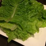つぼキムチ - ポッサムのレタス レタスで豚肉とキムチを包んでいただきます