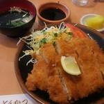とんよし - 料理写真:とんかつ定食 950円
