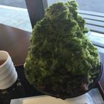 御菓子処 葵園 - 温かいほうじ茶付きです。