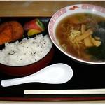 そば処三久 - 料理写真:ラーメン定食 575円 ちょうちん弁当