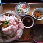 食匠 なる花 - ローストポーク丼(大)ニンニクダレクーポン使用で¥1280→¥980
